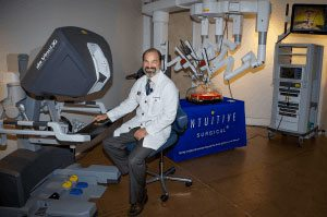 Da-Vinci-Surgical-Machine-with-Dr compressed